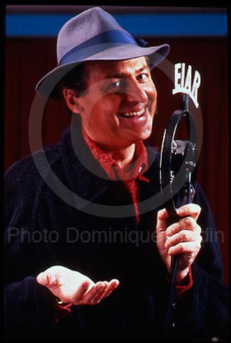 Renzo Arbore, animateur multiple. Rome, 1985.